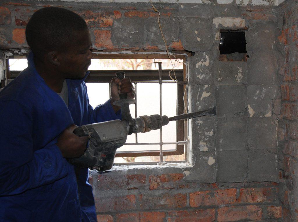 Handyman Cape Town removing tiles