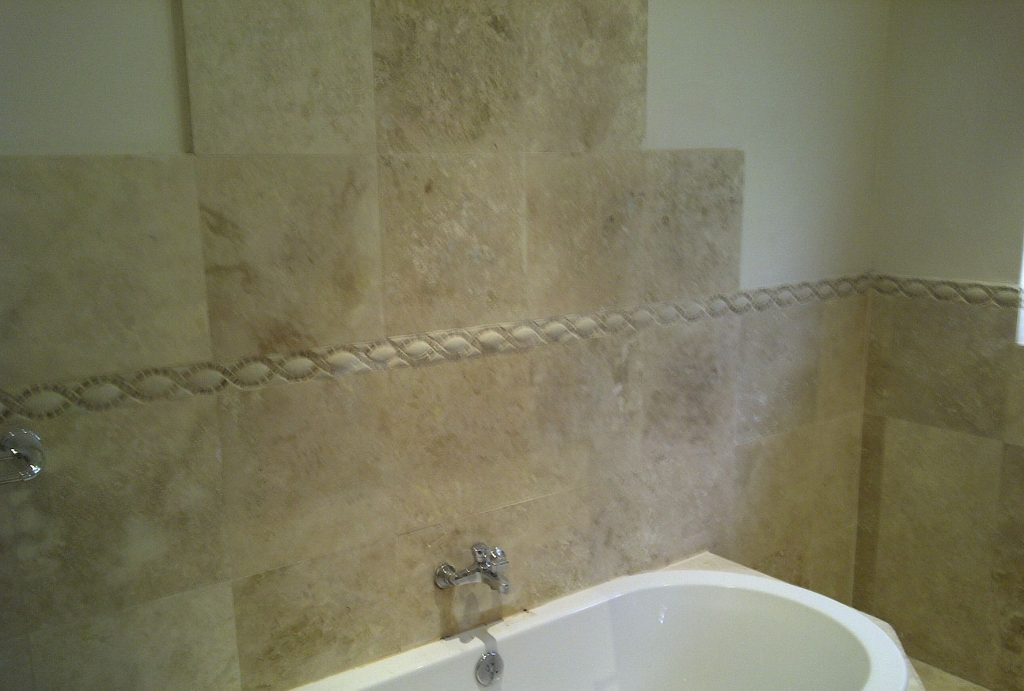 Tavertine tiling back spash