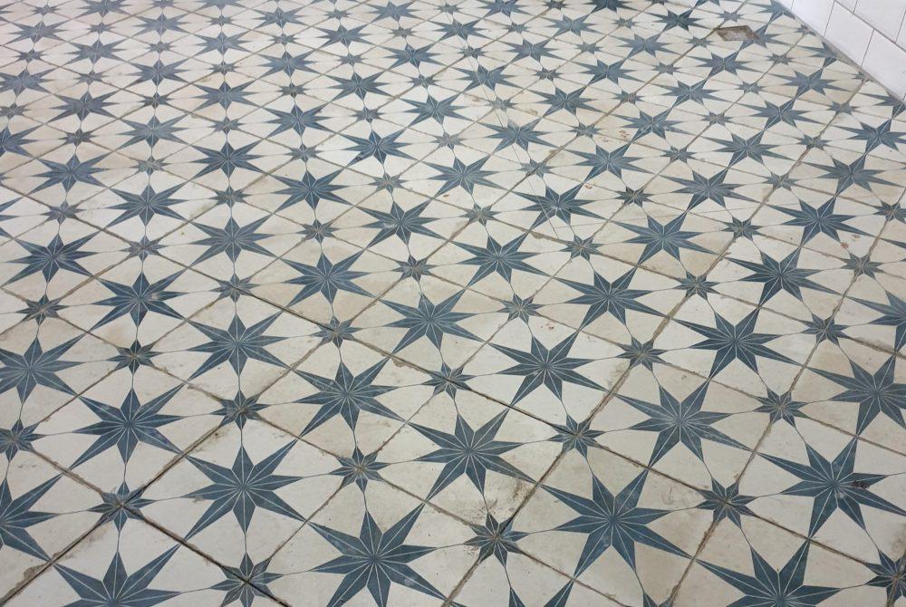 Porcelain tiling of bathroom floor
